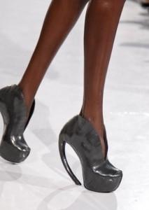 FDM selects IRIS VAN HERPEN f2011 couture paris photo 19 shoes NowFashion on FDMloves 213x300