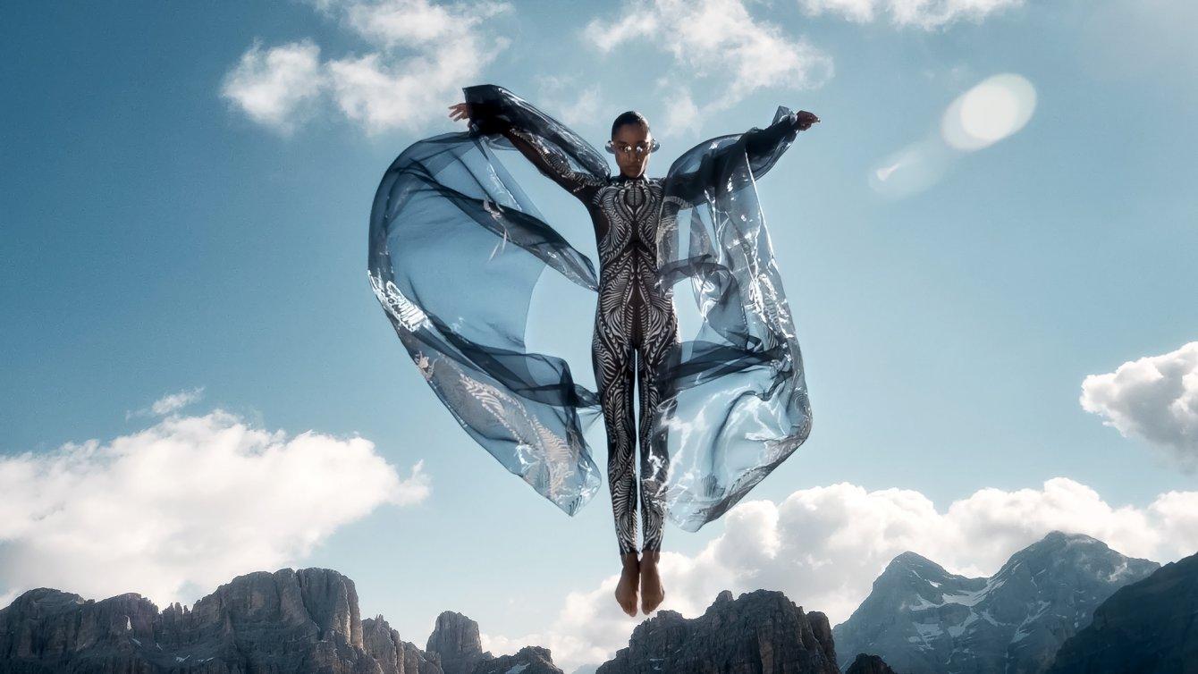 Iris-van-Herpen-AW21_22-Earthrise-Look-01-Directed-by-Masha-Vasyukova