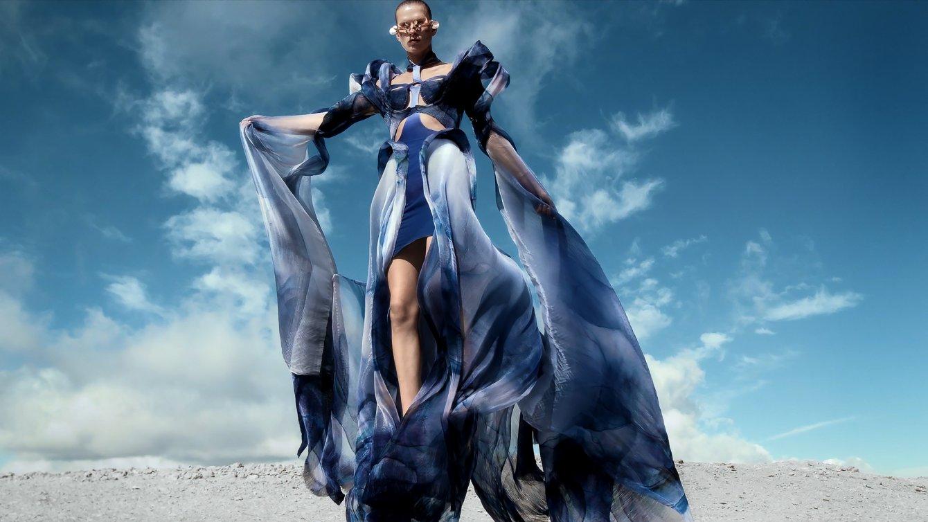 Iris-van-Herpen-AW21_22-Earthrise-Look-01-Directed-by-Masha-Vasyukova-copy