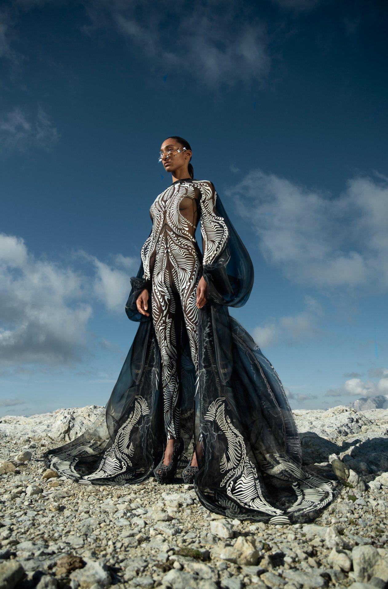 Iris-van-Herpen-AW21_22-Earthrise-Photography-by-Siermond-Nicholas-Fols