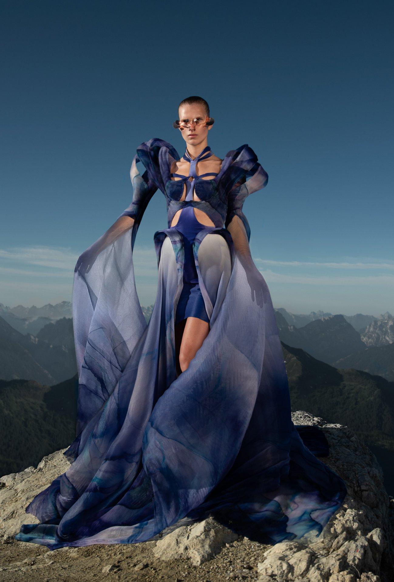Iris-van-Herpen-AW21_22-Earthrise-Photography-by-Siermond-Nicholas-Fols-V