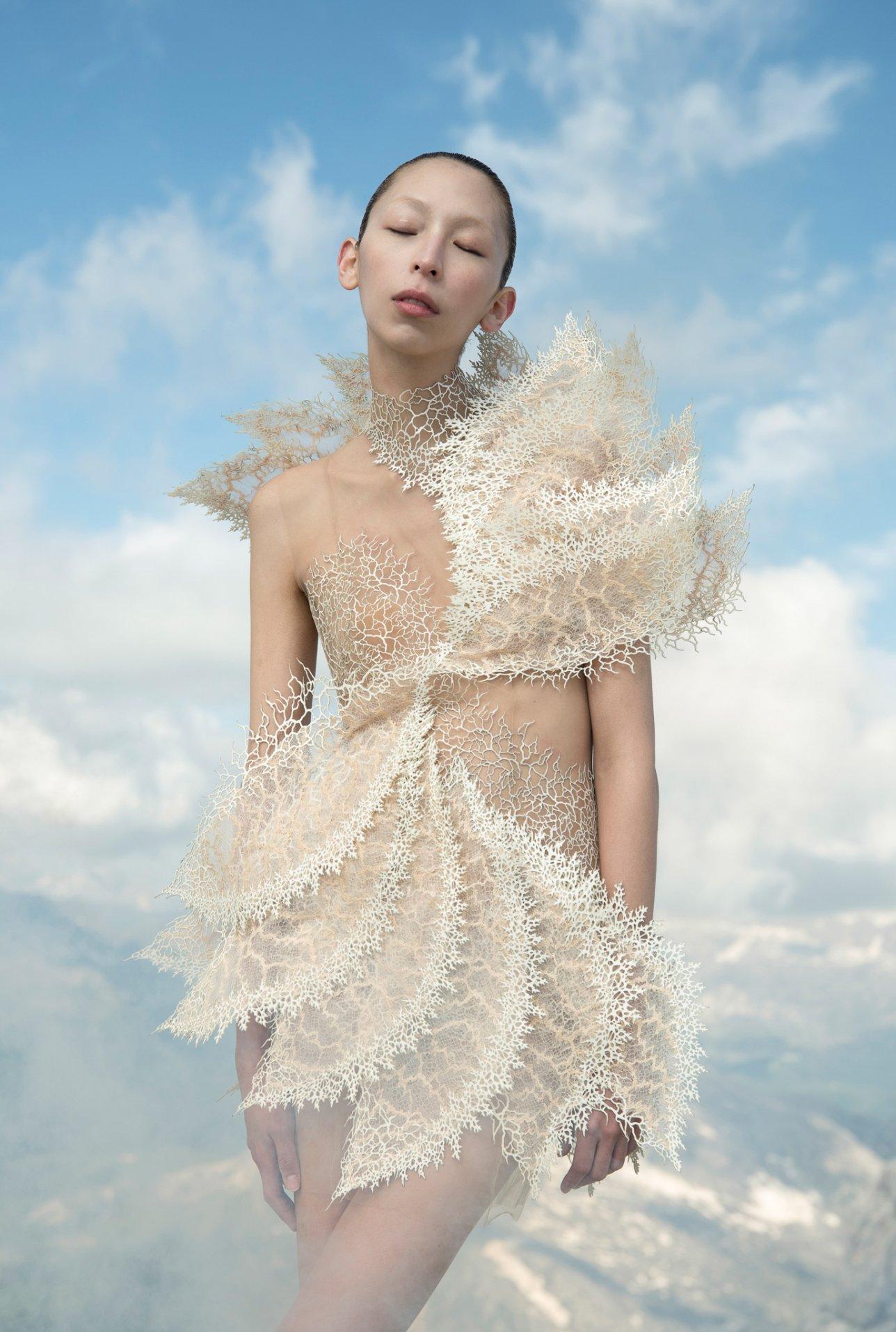 Iris-van-Herpen-AW21_22-Earthrise-Photography-by-Siermond-Nicholas-Fols-X