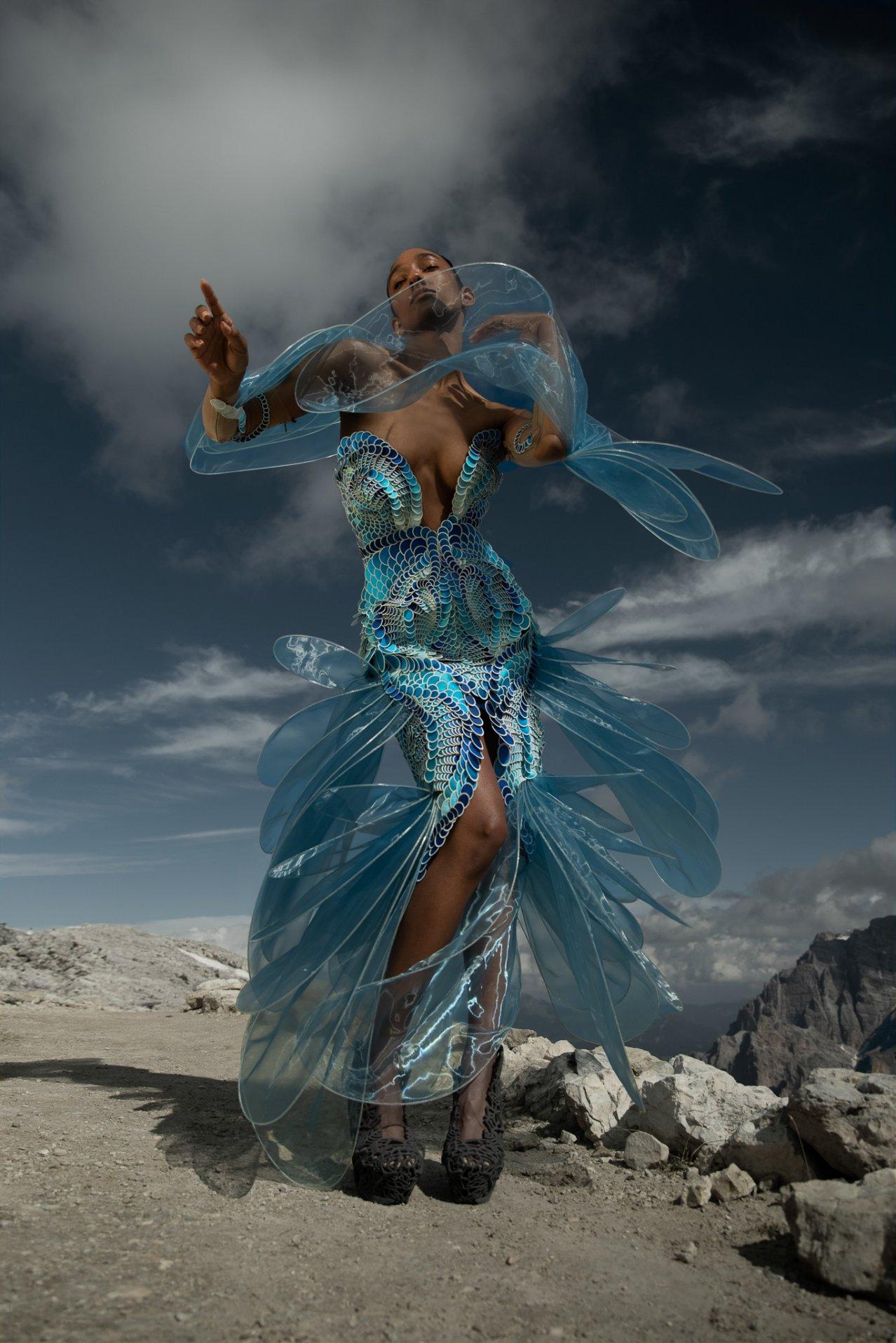 Iris-van-Herpen-AW21_22-Earthrise-Photography-by-Siermond-Nicholas-Fols-XIII