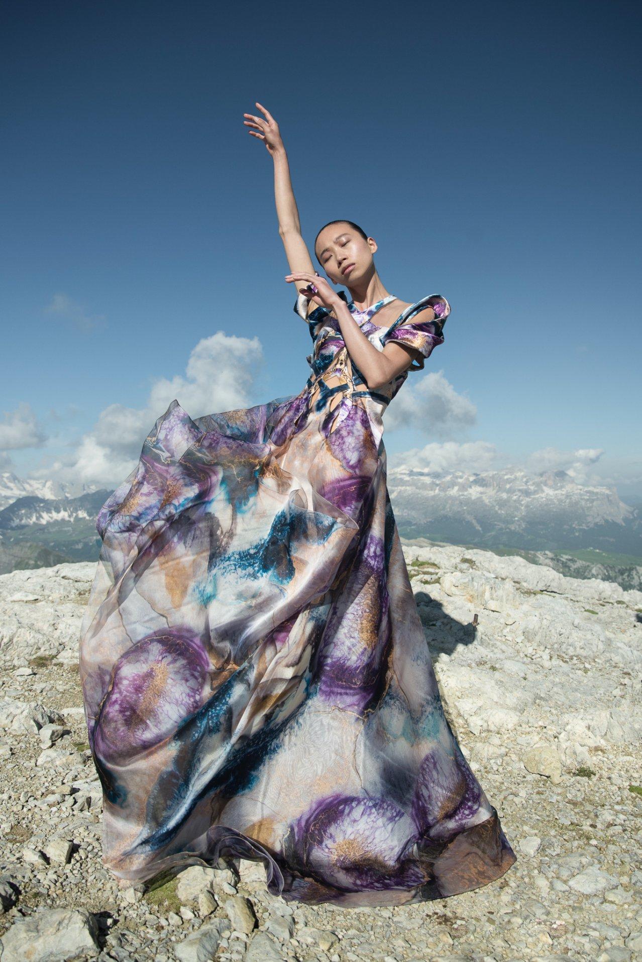Iris-van-Herpen-AW21_22-Earthrise-Photography-by-Siermond-Nicholas-Fols-XIV