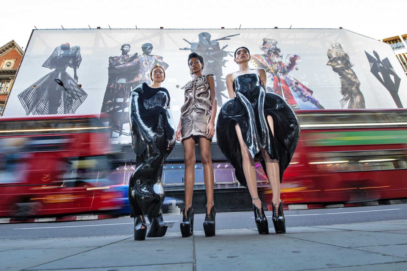 Models-dressed-in-Iris-Van-Herpen-for-the-launch-of-Nick-Knights-Knights-of-Knightsbridge-Credit-Jeff-Moore-9